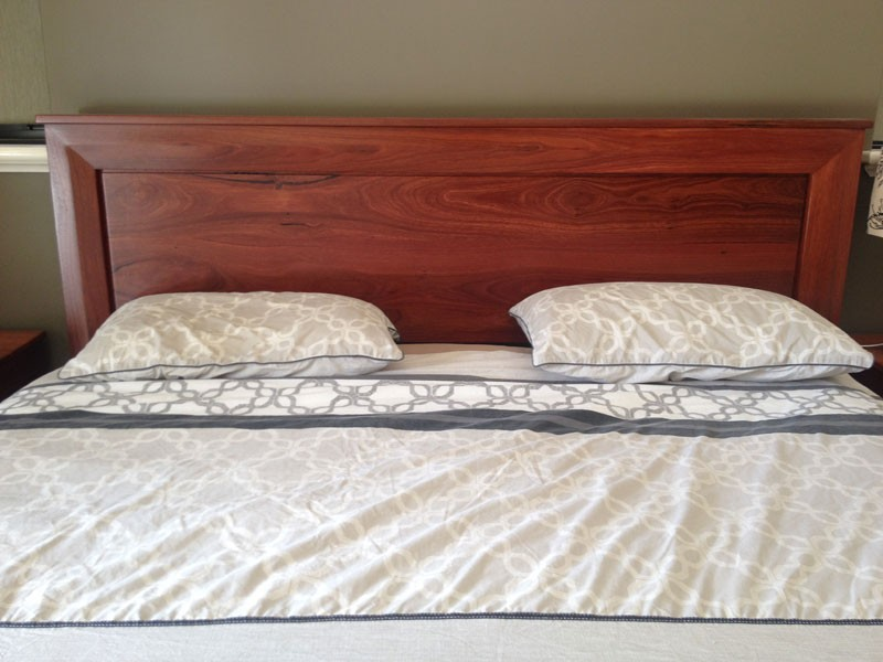 a0-Solid-Jarrah-Kingsize-bed---showing-detailon-headboard